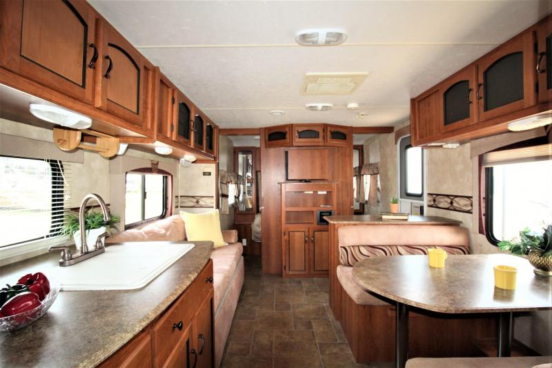 2011 Coachmen By Forest River Freedom Express 291QBS Travel Trailer RV