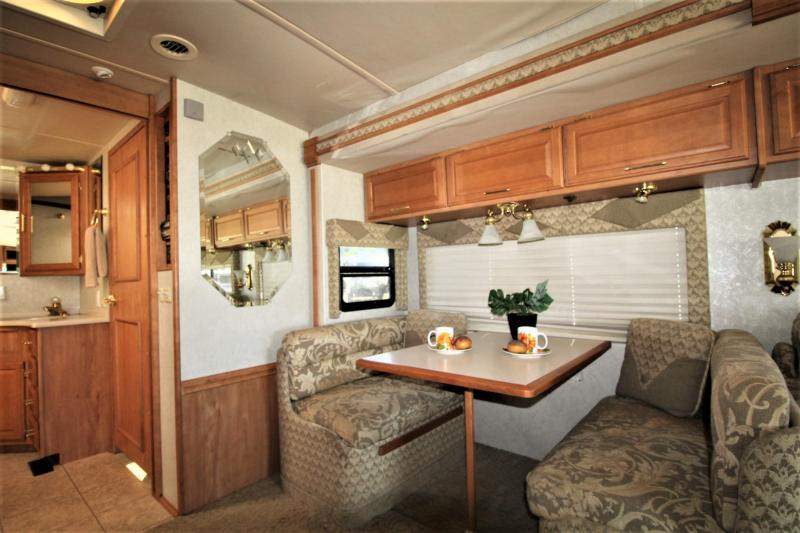 2005 Winnebago Journey 36G Class A RV