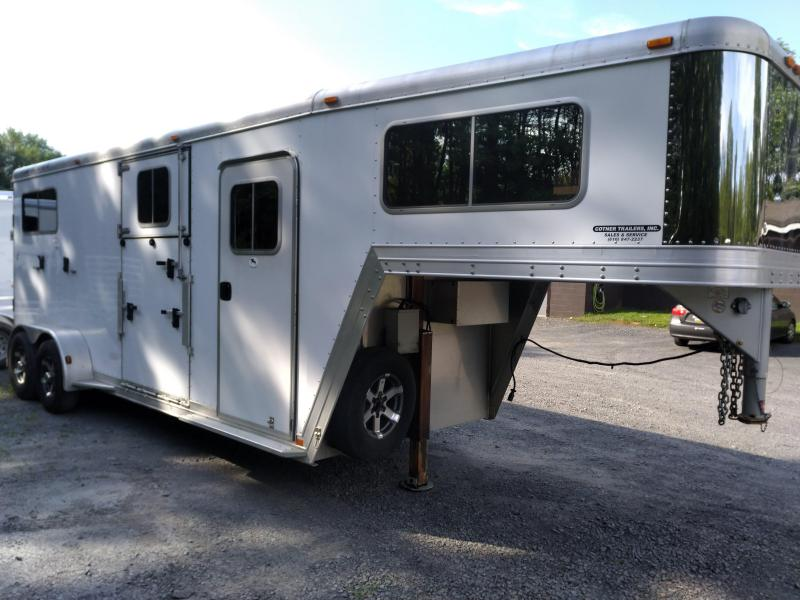 2010 Featherlite 9608 Horse Trailer