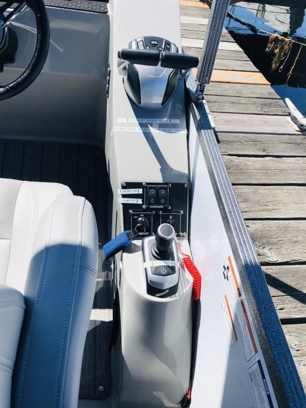 2020 Manitou Pontoon Boats RF 25 Encore SHP Dual Engine Pontoon Boat