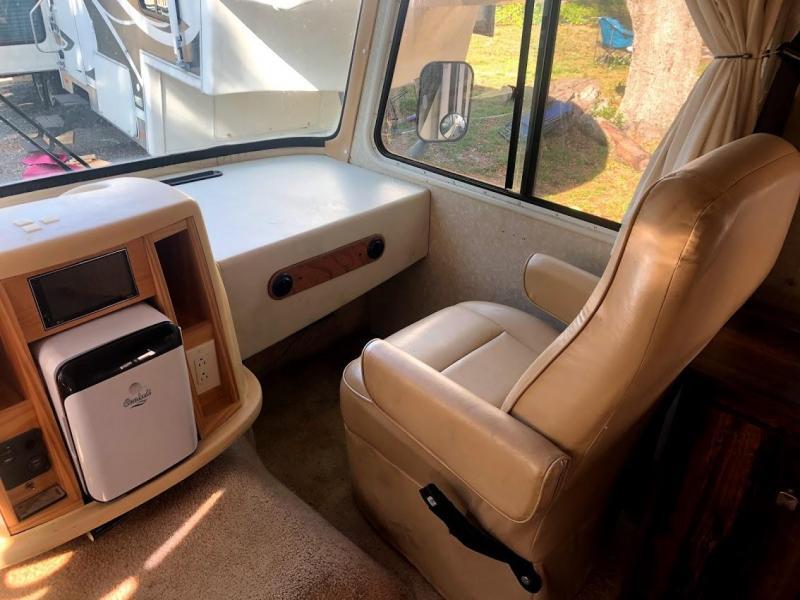 2001 Gulf Stream Ultra Supreme 8327 Class A RV Motorhome