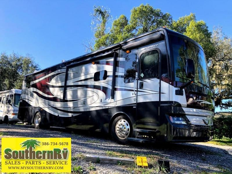 2017 Fleetwood RV Pace Arrow LXE 38K Class A Diesel Pusher RV