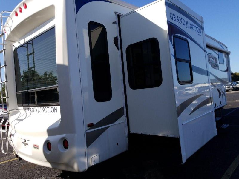 2010 Dutchmen Grand Junction 300RL Fifth Wheel Campers RV