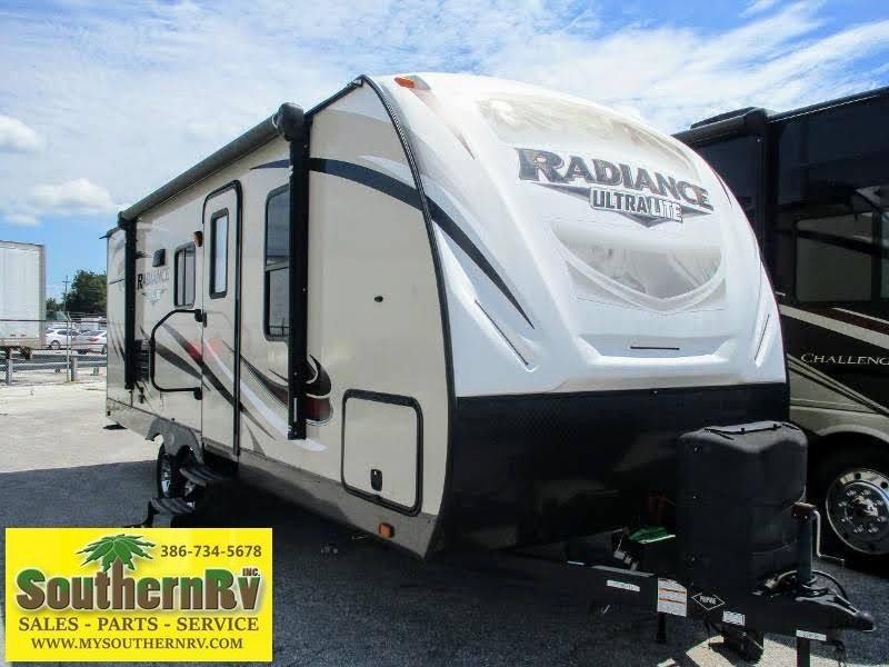2017 Cruiser RV Radiance Ultra Lite 23RB Travel Trailer RV