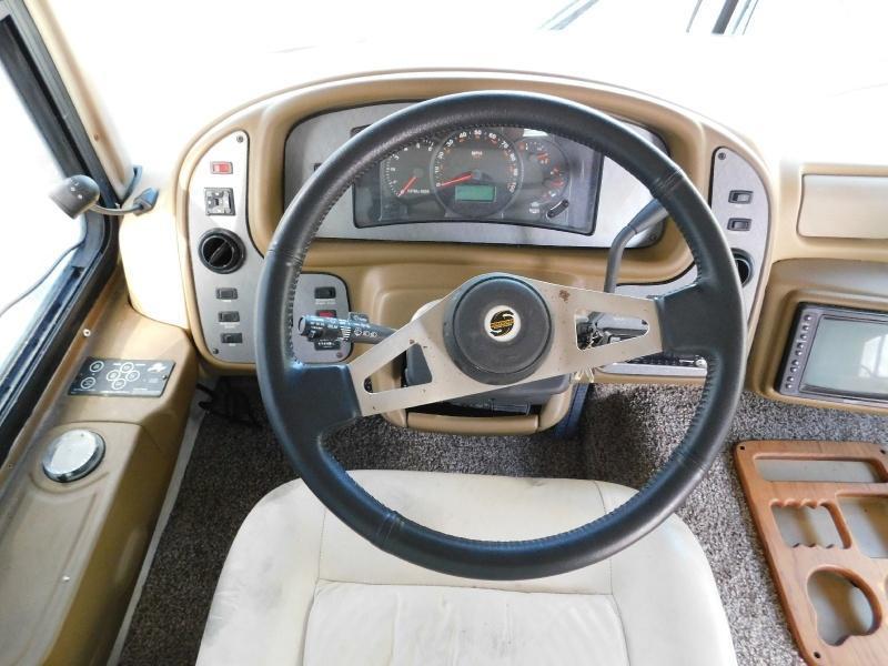 2003 National RV Dolphin 5356 Class A RV