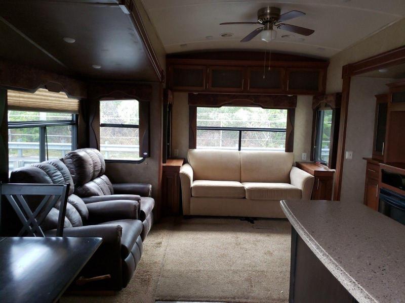 2014 Cedar Creek Silverback 33RL Fifth Wheel Campers RV