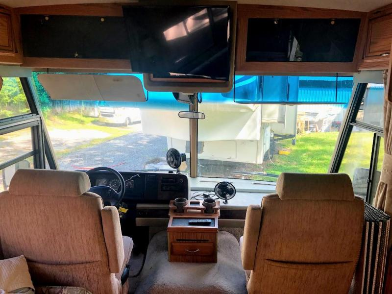 1997 Winnebago Adventurer 34WK Class A RV