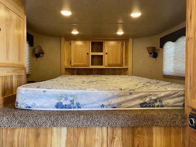 2019 Lakota Lakota Charger 3H 10' LQ w/Mangers Horse Trailer