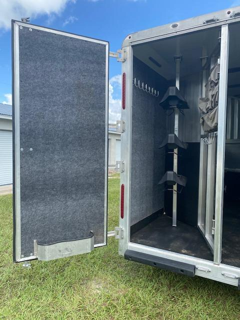 2017 Merhow Trailers 8' Wide 3H 11'LQ Slide Horse Trailer