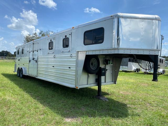 2017 Trailers USA Inc. 4H Head to Head Horse Trailer