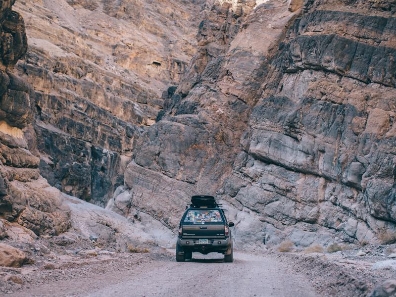 Leer 180CC Mid-Rise Commercial Fiberglass Truck Cap