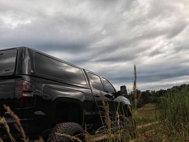 Leer 100XQ Cab-High Fiberglass Truck Cap