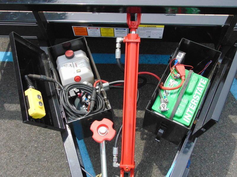 2021 PJ Trailers 83 in. Hydraulic Quick Tilt (TH) Equipment Trailer