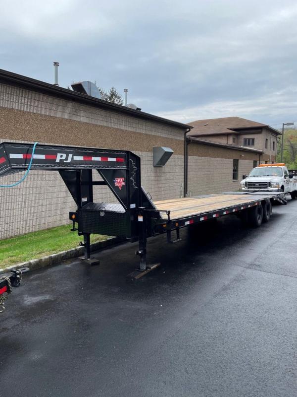 2022 PJ Trailers LD352 (35FT) Equipment Trailer