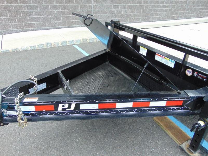 2021 PJ Model# F8222 22 foot