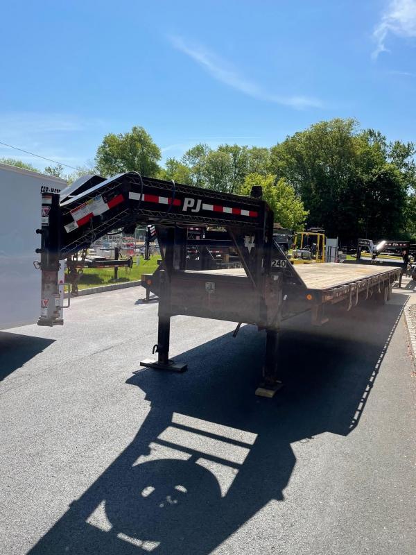 2017 PJ Trailers FD402 (40ft) Equipment Trailer