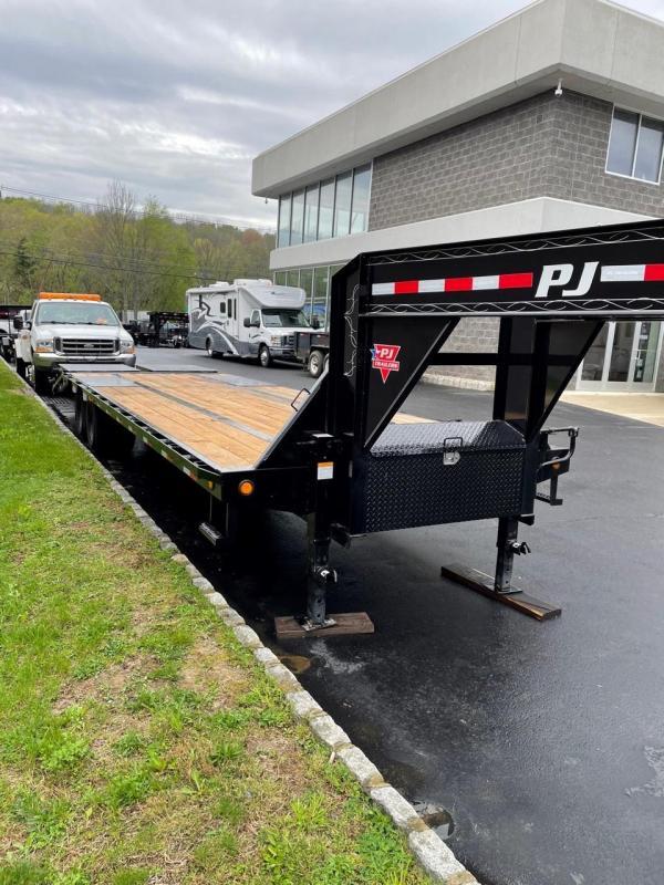 2021 PJ Trailers LD302 (30FT) Equipment Trailer