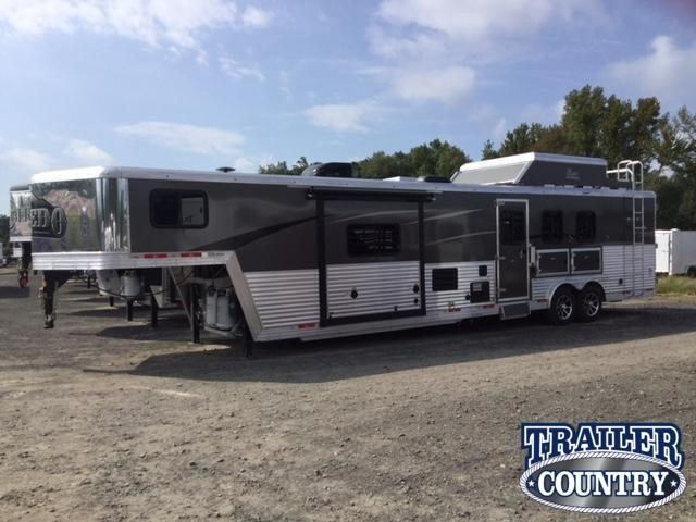 ***MANAGER'S SPECIAL***2018 Bison 8315 LAREDO Horse Trailer with Living Quarters