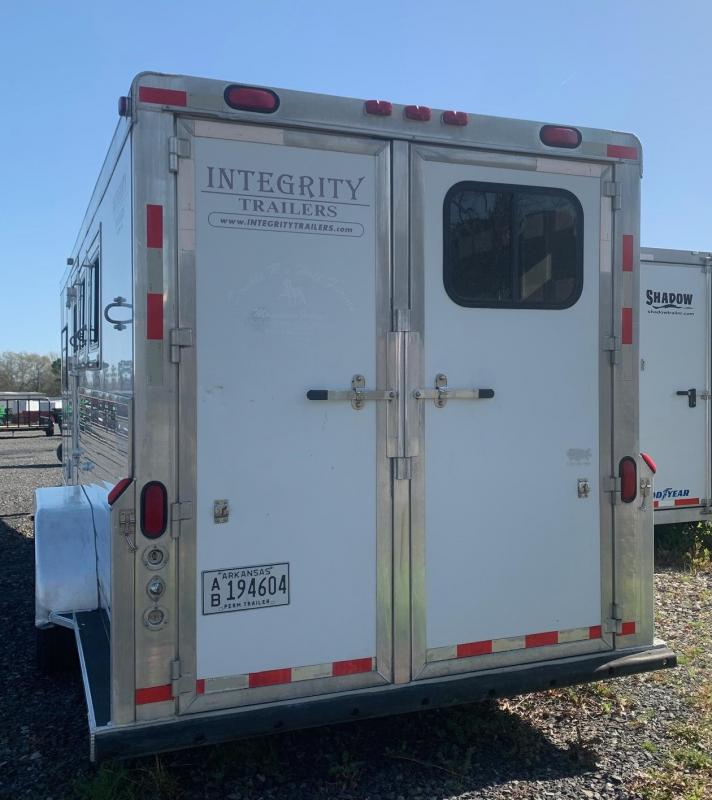 2005 Integrity Trailers 3 Horse Living Quarters Horse Trailer