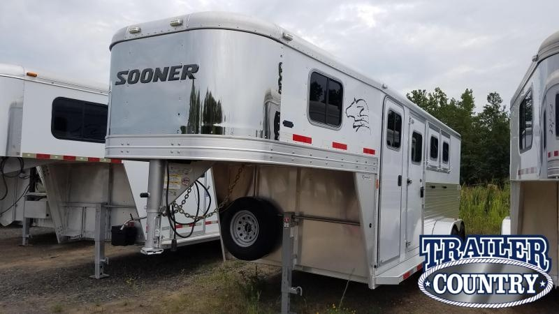 ***PRICE REDUCTION***2016 Sooner 3 HORSE Horse Trailer