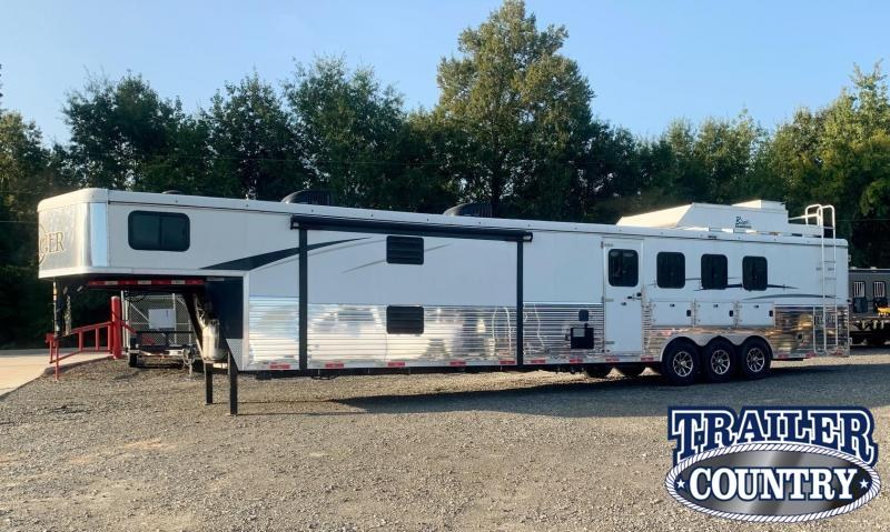 2019 Bison Trailers 8419 Ranger Living Quarters Horse Trailer