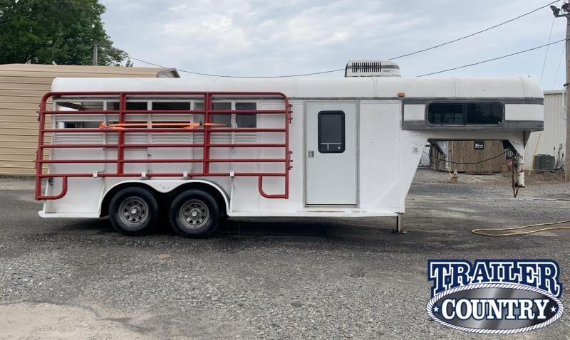 **CHUCKWAGON RACER OR TRAIL RIDER SPECIAL** 1996 Bona 2 Horse Slant Horse Trailer with Dressing Room - IN STOCK!!