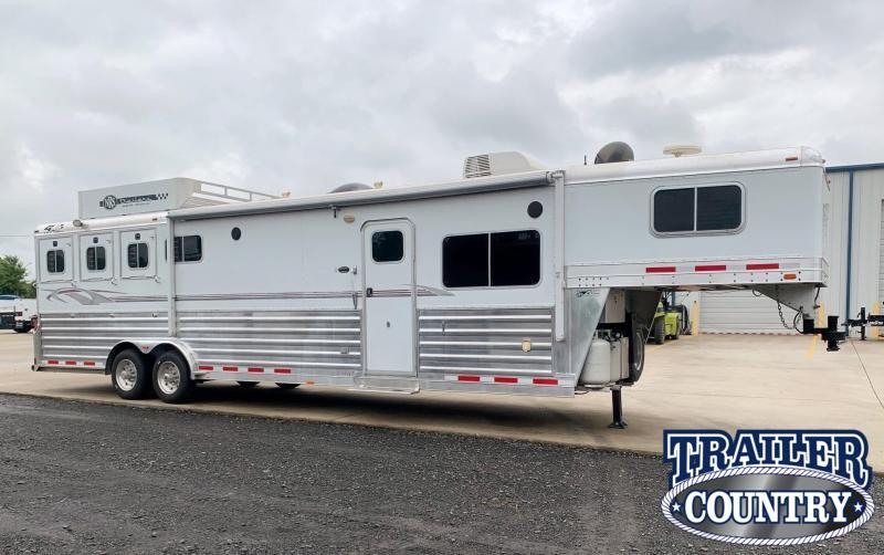 2007 4-Star Deluxe 4 Horse Living Quarters Trailer with Generator