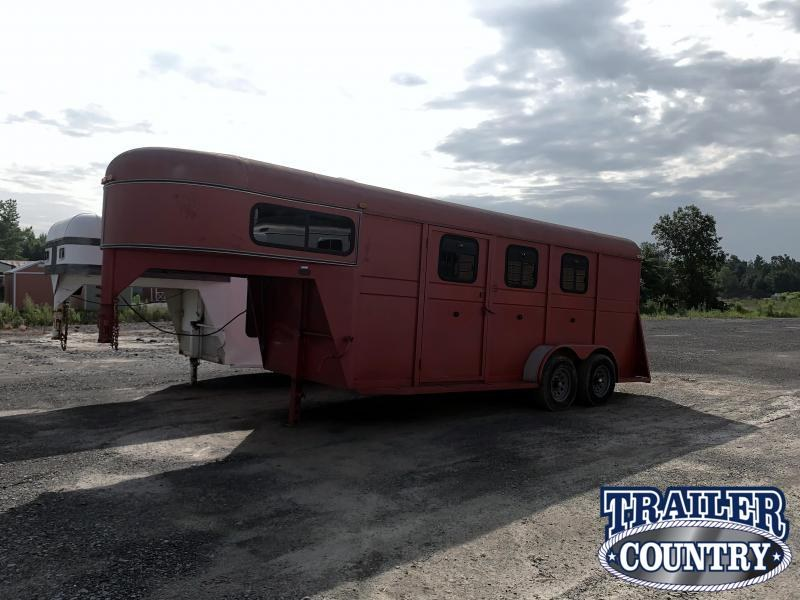 1999 HM 3 Horse Slant Trailer with Dressing Room