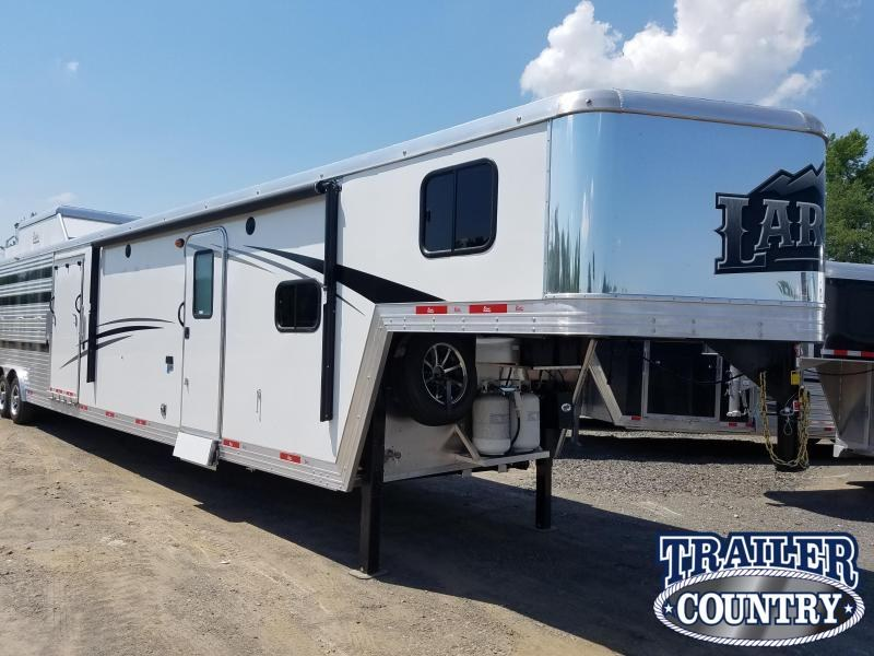 ***PRICE REDUCTION***2019 Bison LIVING QUARTERS 8013 LAREDEO STOCK/COMBO Trailer