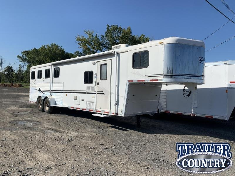 2005 Bison Trailers Stratus Horse Trailer 4 Horse with Living Quarters