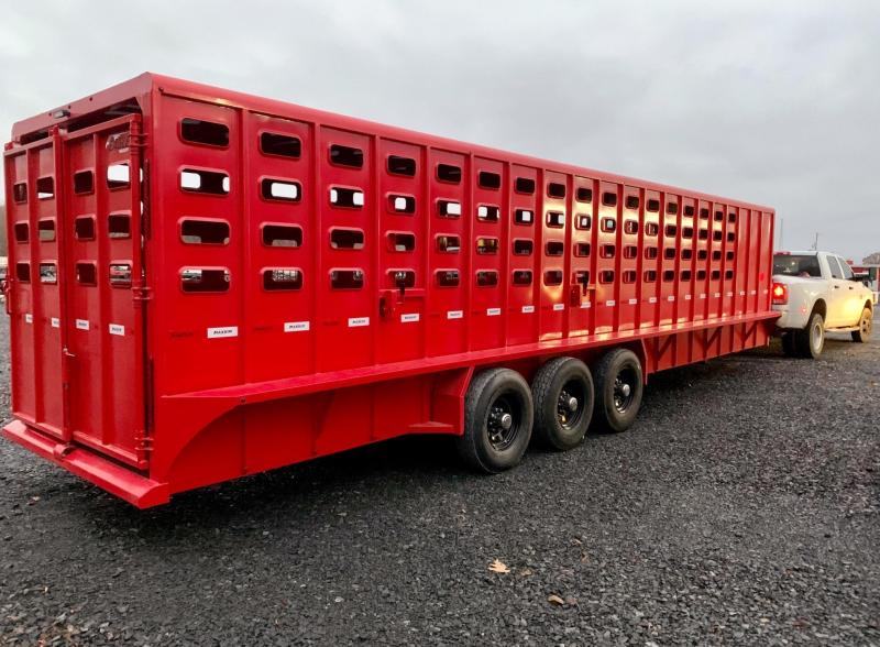 2021 Maxxim Industries Eagle 32' Stock Trailer with Tack Room Livestock Trailer