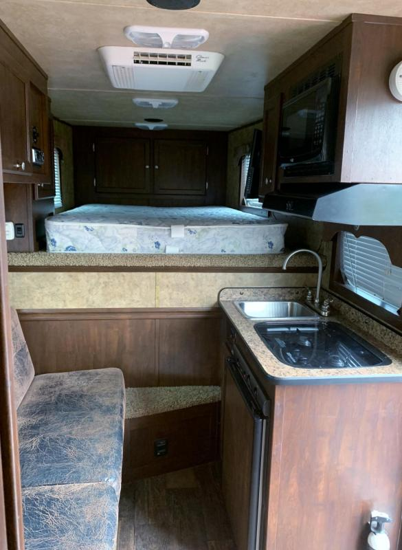 2014 Exiss Trailers 6308 3 Horse Gooseneck Trailer with Living Quarters