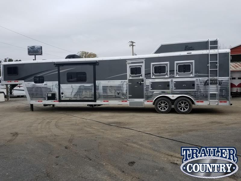***CLEARANCE**2019 Bison 8317 LAREDO Horse Trailer with Living Quarters