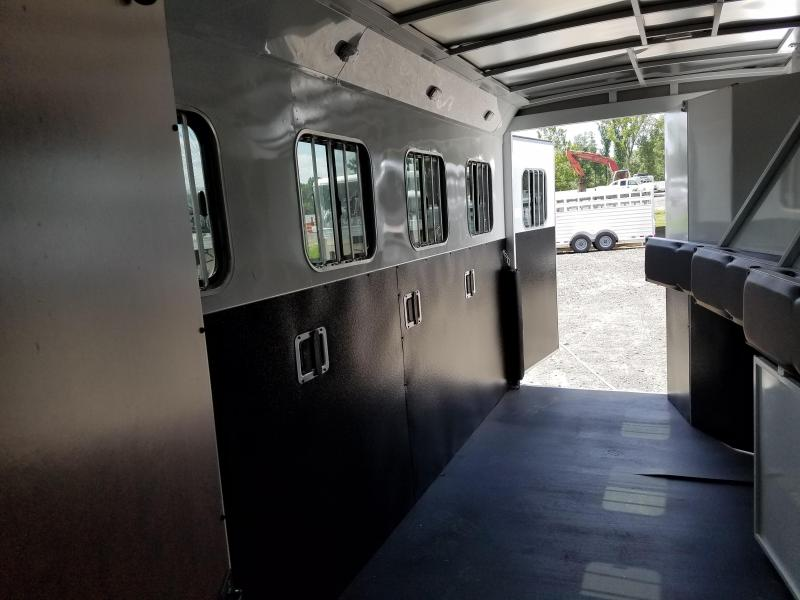 ***PRICE REDUCTION***2019 Bison LIVING QUARTERS 7411 TRAIL HAND Horse Trailer