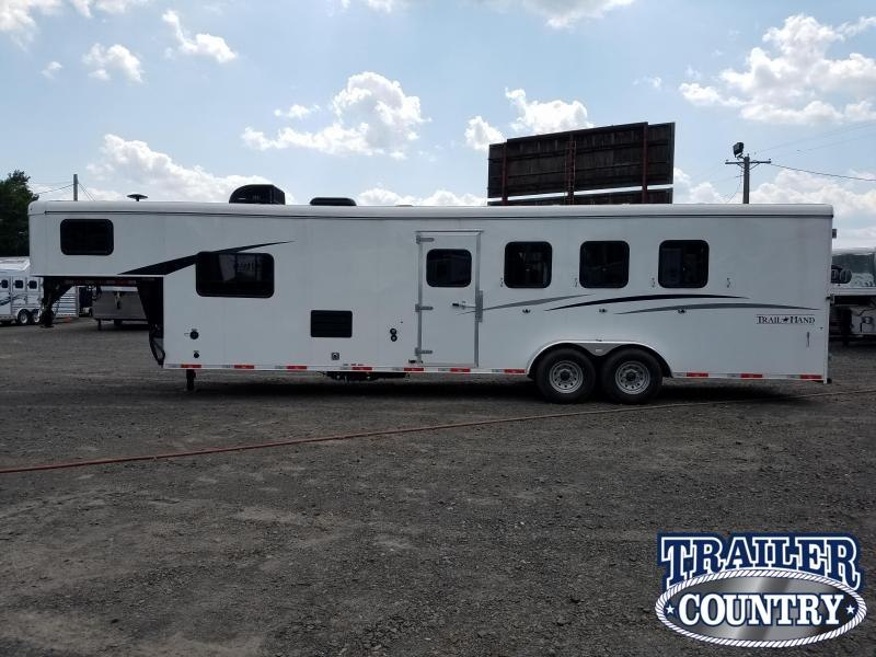 **CLEARANCE** 2019 Bison 7411 TRAIL HAND 4 Horse Living Quarters Trailer