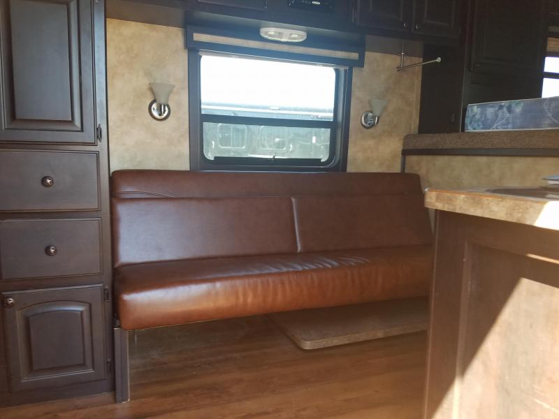 ***MANAGER'S BLOW OUT SPECIAL*** 2014 HHT MAVERICK 3-HORSE Trailer with Living Quarters