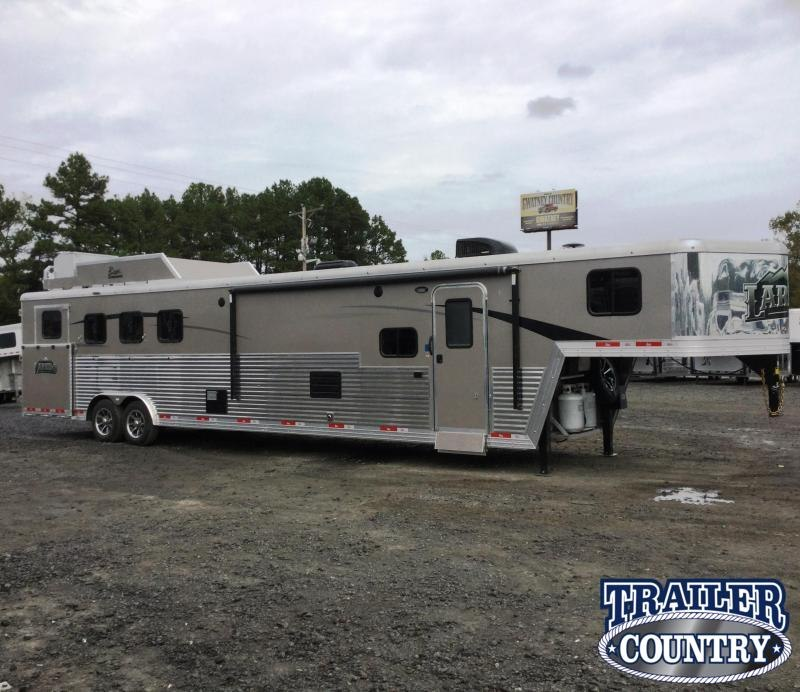 ***MANAGER'S SPECIAL***2018 BISON LIVING QUARTERS 8414  4 HORSE Trailer