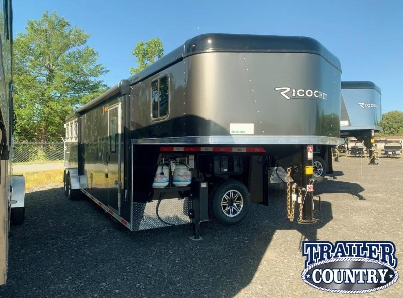 2022 Bison Trailers Ricochet 3 Horse Living Quarters Trailer