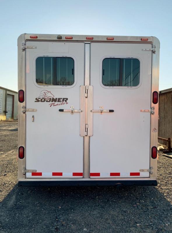 2004 Sooner 3 Horse Slant Horse Trailer