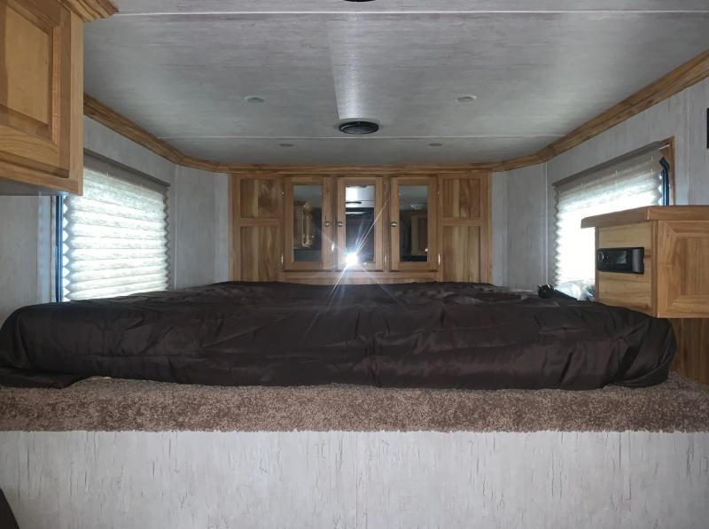 2021 Sundowner Trailers 3 Horse Santa Fe Super Sport Living Quarters Horse Trailer