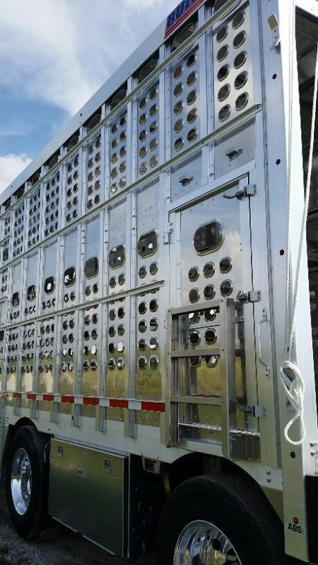 "2022 EBY 53' x 102"" x 13'6"" Air Ride Hog Friendly Spread  Pot Livestock-Semi"