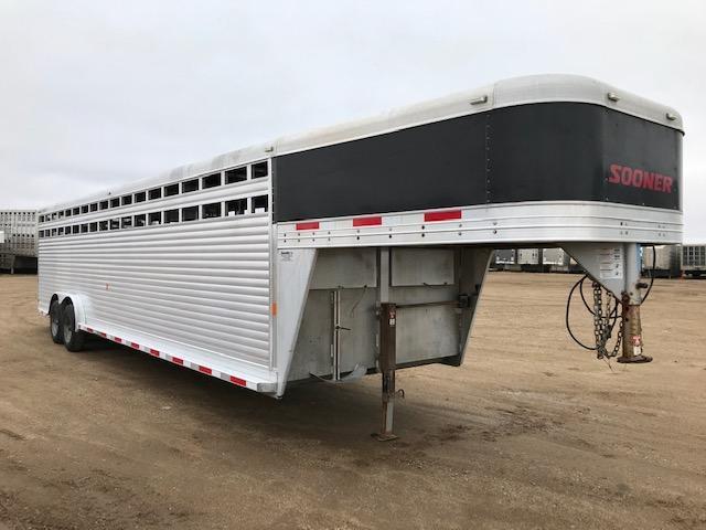 """2016 Sooner 30' x 7'6"""" Livestock Trailer"""