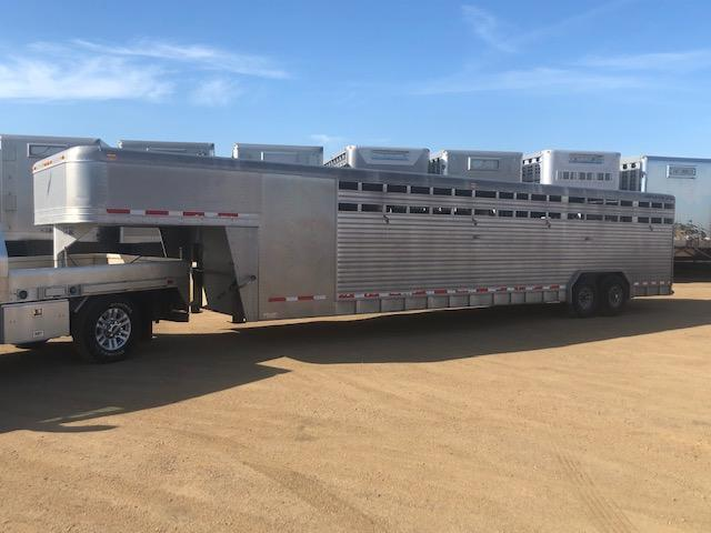 2001 Featherlite Livestock Semi trailer Livestock