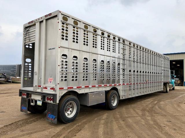 2016 Wilson 53' Spread Axle Hog Friendly Livestock Semi Trailer