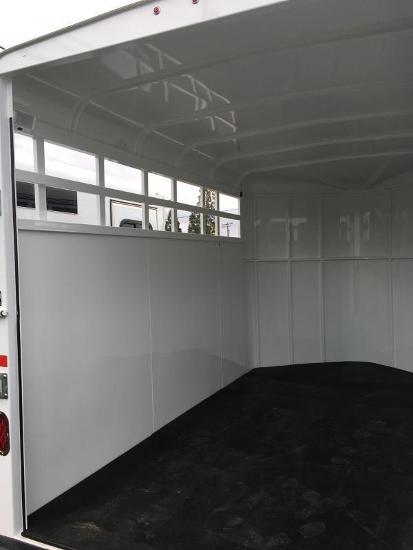 2021 Thuro-Bilt Wrangler Stock Horse Trailer LR200096