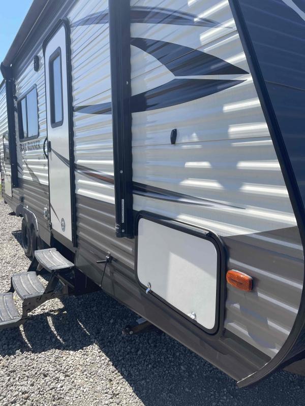 2019 Heartland Recreational Vehicles Trail Runner SLE 22BH Travel Trailer RV