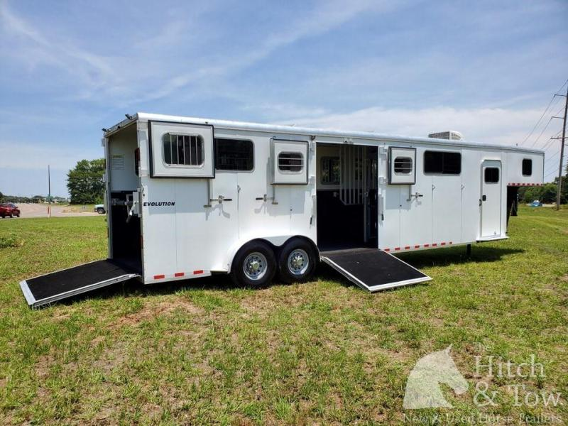 2016 Kiefer Built Evolution Horse Trailer