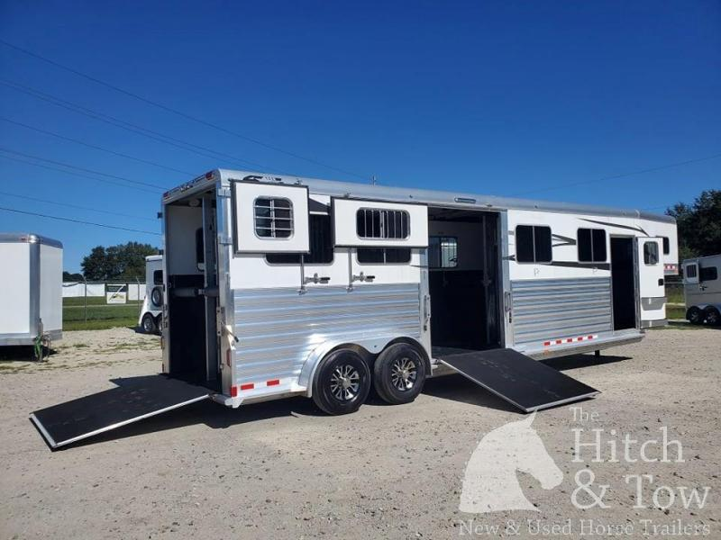 2019 4-Star Trailers Deluxe Horse Trailer