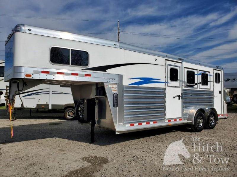 2020 4-Star Trailers Deluxe Horse Trailer