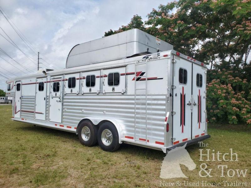 2004 4-Star Trailers Deluxe Horse Trailer